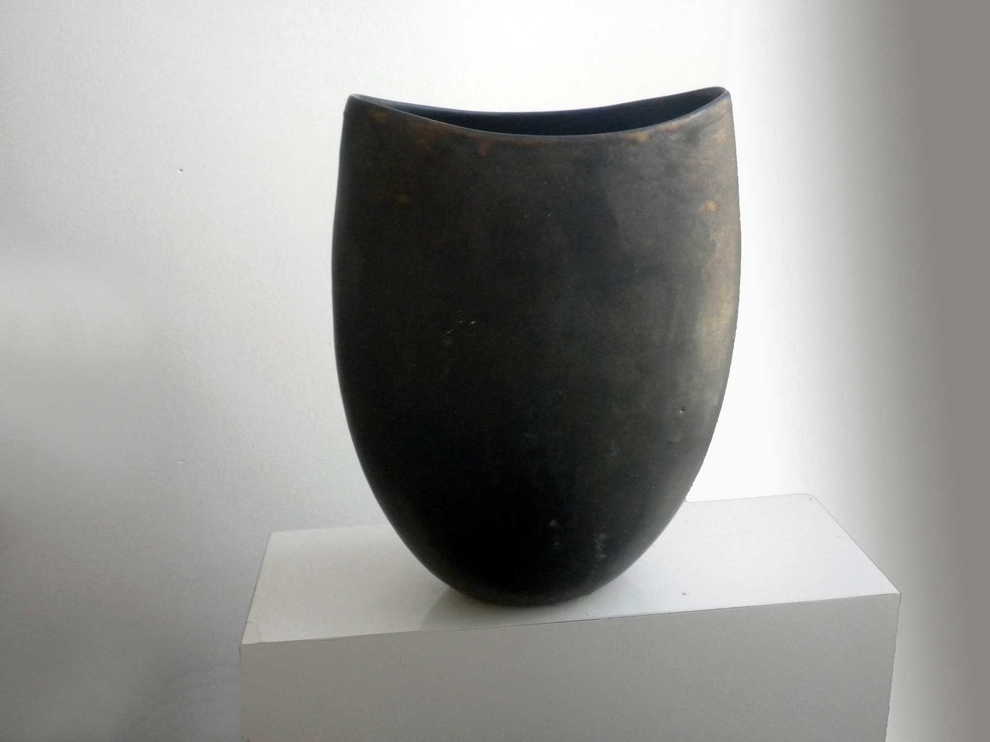 Wide Cycladic Vase in Bronze